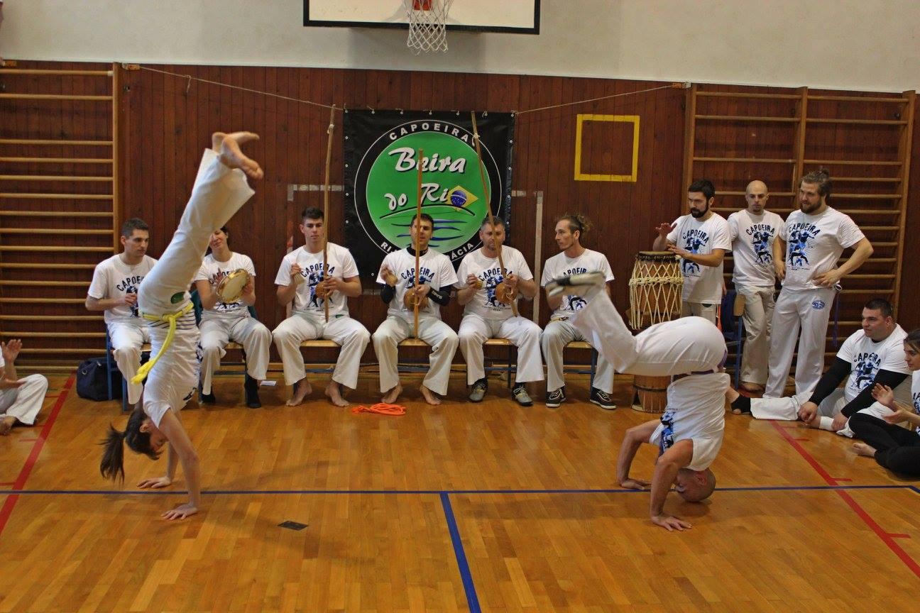 Roda de Capoeira, Troca de Cordas, akrobacije capoeirista u Rodi